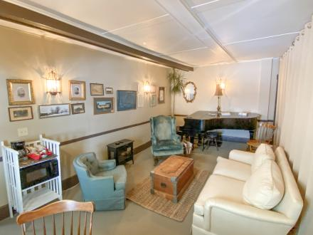 A shared common area for the guests in Parker/ Porter Suite Only